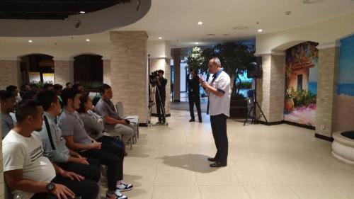 Syafril Nasution saat memberikan sepatah dua kata di pelepasan Timnas Futsal Indonesia