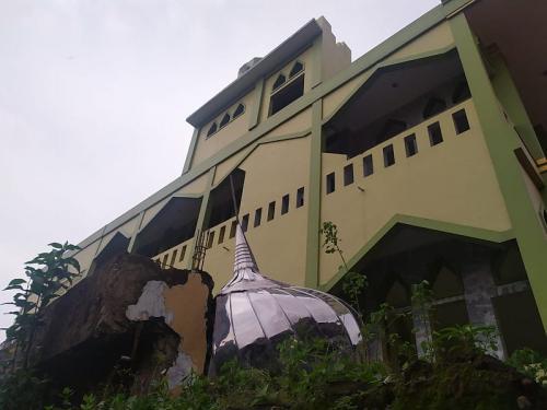 Kubah masjid di Bogor roboh diterpa hujan angin (Foto : Okezone.com/Putra)