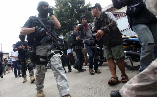 Ilustrasi penangkapan terduga teroris. (Dok Okezone.com)