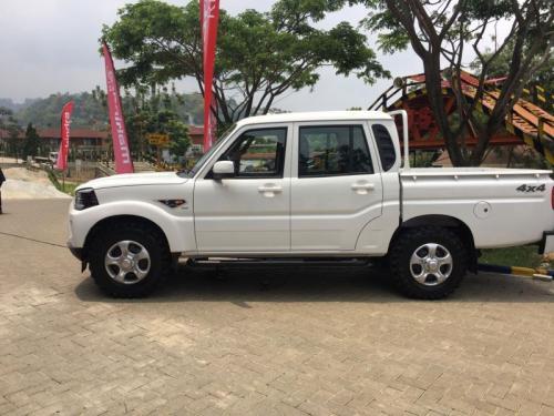 Mobil Mahindra