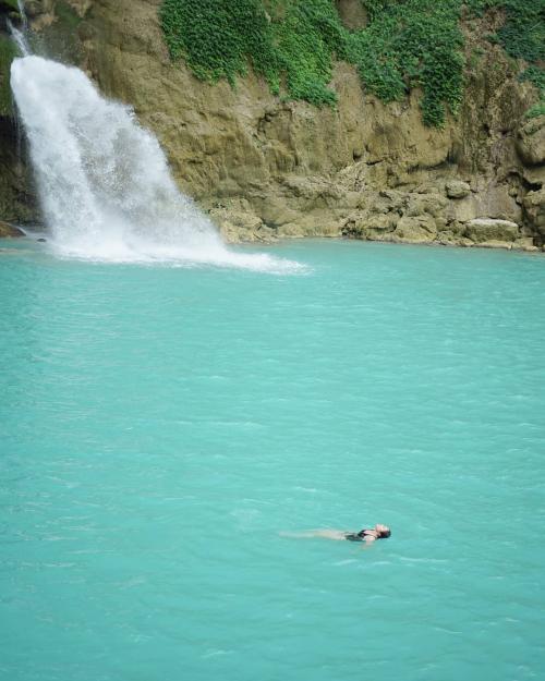 Wulan berenang