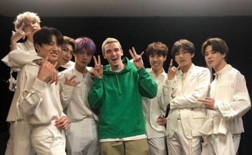 BTS menggandeng LAUV untuk menggarap versi remix Make It Right. (Foto: Twitter/@lauvsong)