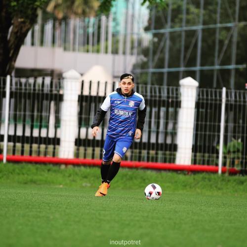 Vicky Nitinegoro main