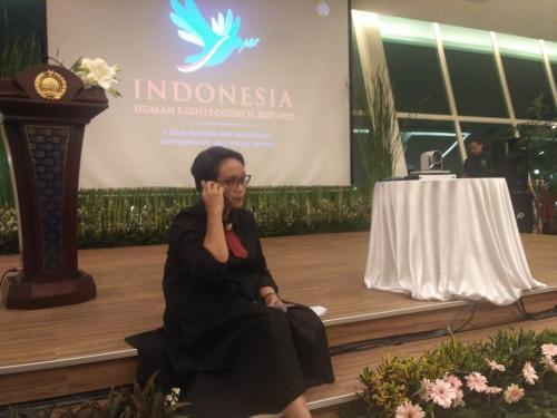 Menlu sedang menghubungi perwakilan RI di sidang PBB Foto: Rachmat Fazhry