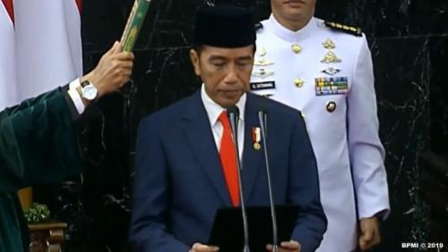 Jokowi disumpah jabatan Foto: BPMI