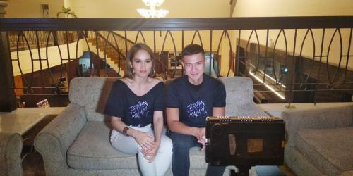 Cinta Laura dan Herjunot Ali di acara Meet and Greet