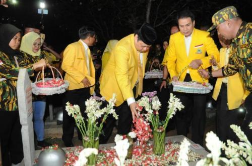 Peringati HUT Ke-55, Elite Golkar Lakukan Renungan Suci di TMP Kalibata (foto: Ist)