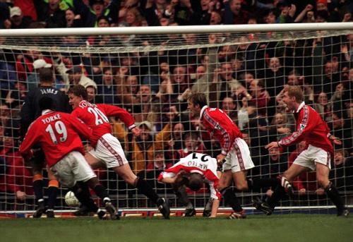Ole Gunnar Solskjaer dikenang karena gol menit akhir melawan Liverpool di Piala FA 1998-1999 (Foto: Daily Mail)