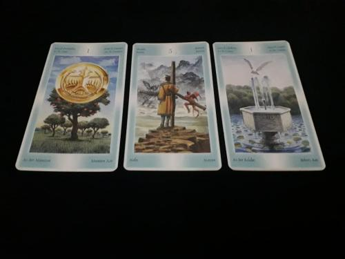 ada 3 kartu yang muncul: Ace of Pentacles, 3 of Wands, dan Ace of Chalices.
