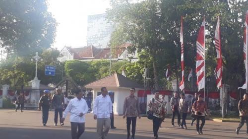 Prabowo dan Edhy Prabowo hendak bertemu Jokowi di Istana Kepresidenan, Jakarta, Senin (21/10/2019). (Foto: Okezone.com/Fakhrizal Fakhri)