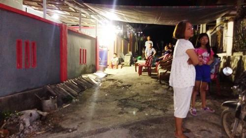 Rumah duka Guru Alexander Pangkey yang ditikam siswanya sendiri. (Foto: Subhan Sabu/Okezone)