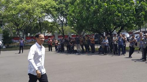 Founder dan CEO Gojek, Nadiem Makarim, saat tiba di Istana Kepresidenan, Jakarta (Foto : Okezone.com/Fakhrizal Fakhri)