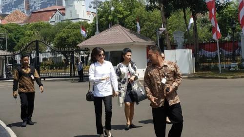 Bupati Minahasa Selatan (Minsel) Christiany Eugenia Tetty Paruntu ke Istana Kepresidenan, Jakarta (foto: Okezone/Fakhrizal Fakhri)