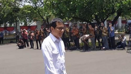 Wishnutama saat tiba di Kompleks Istana Kepresidenan, Jakarta, Senin (21/10/2019). (Foto : Okezone.com/Fakhrizal Fakhri)