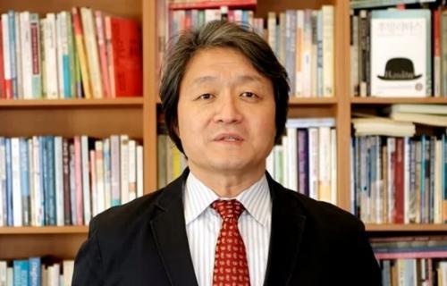 Pendeta Kim Hyung Kook mengungkapkan penyesalannya setelah mengetahui kematian tragis Sulli f(x). (Foto: Koreaboo)
