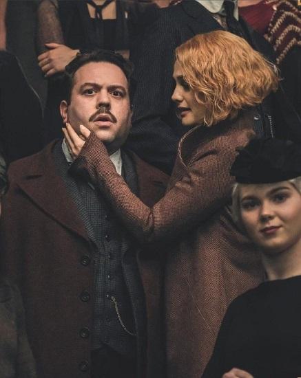 Dan Fogler berharap Jacob Kowalski dan Queenie (Alison Sudol) bisa bersatu kembali dalam Fantastic Beasts 3. (Foto: Warner Bros.)