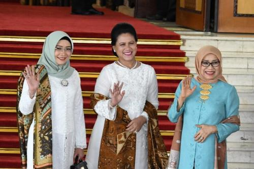 Busana apik Ibu Negara tak lepas dari tangan dingin desainer kenamaan Solo, Tuty Adib.