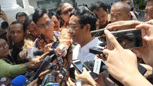 Mahfud MD dipanggil Jokowi ke Istana Merdeka, Senin (21/10/2019). (Foto : Okezone.com/Fakhrizal Fakhri)