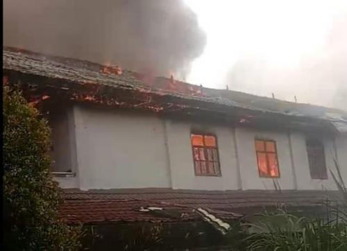 Kebakaran asrama mahasiswa Papua di Tomohon. (Foto: Subhan Sabu/Okezone)