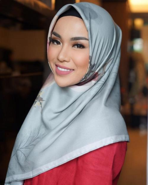 Medina Zein komentari aksi Laudya Cynthia Bella turut bersuara soal perseteruannya dengan Irwansyah. (Foto: Instagram/@medinazein)