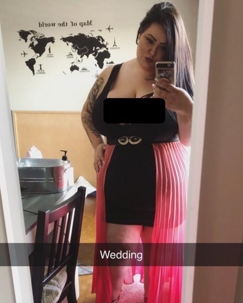 Perempuan berpakaian seksi