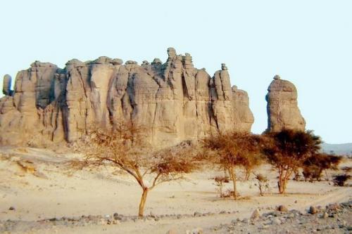 Pegunungan ini terletak di tengah-tengah Gurun Sahara, di ujung utara Chad