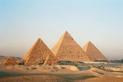 Ketika kita berbicara tentang Mesir pasti pemikiran tentang piramida akan muncul