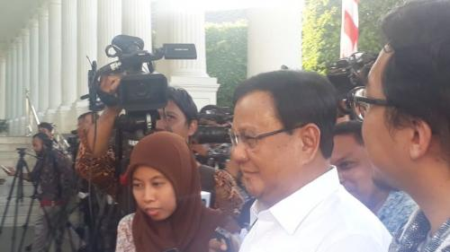 Prabowo saat tiba di Istana Negara untuk bertemu Jokowi. (Foto: Fakhrizal Fakhri/Okezone)