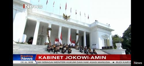 Duduk bersama di teras Istana Negara