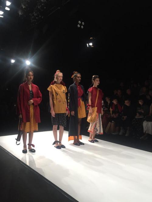 Jakarta Fashion Week tahun ini menjanjikan Iebih dari 2.800 koleksi terbaru desainer nasional mau pun internasional.