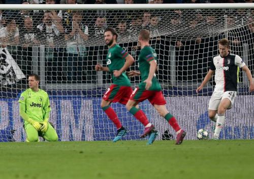 Lokomotiv Moscow unggul 1-0 pada babak pertama (Foto: Twitter/Champions League)