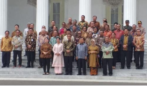 Jokowi dan Menteri Kabinet Indonesia Maju. (Foto : Okezone.com/Fakhrizal Fakhri)