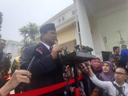 Prabowo berikan keterangan pers usai dilantik jadi Menteri Pertahanan di Istana Negara Jakarta, Rabu (23/10/2019). (Foto : Okezone.com/Fahreza Rizky)