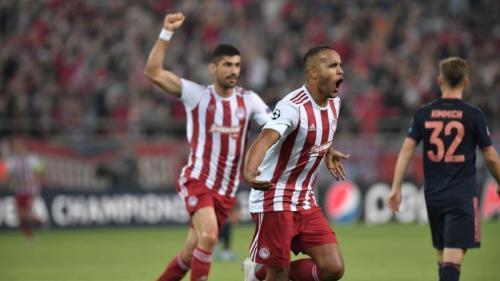 Suasana laga Olympiacos vs Bayern Munich