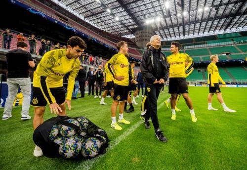 Lucien Favre memiliki rekor buruk ketika menghadapi PSG (Foto: UEFA)