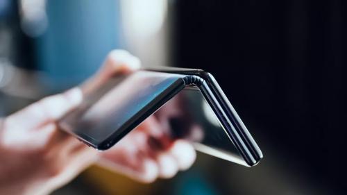 Desain Ponsel Lipat TCL Bikin Heboh, Intip Spesifikasinya
