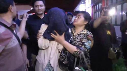 Polisi mengamankan perempuan dari hotel di Kota Batu diduga terlibat prostitusi. (Foto: Hary Tambayong/iNews.id)