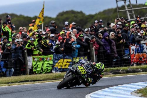 Aksi Valentino Rossi saat tampil di Sirkuit Phillip Island