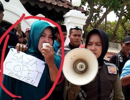 Pencopet Diarak Keliling Masjid Banten Lama (ist)