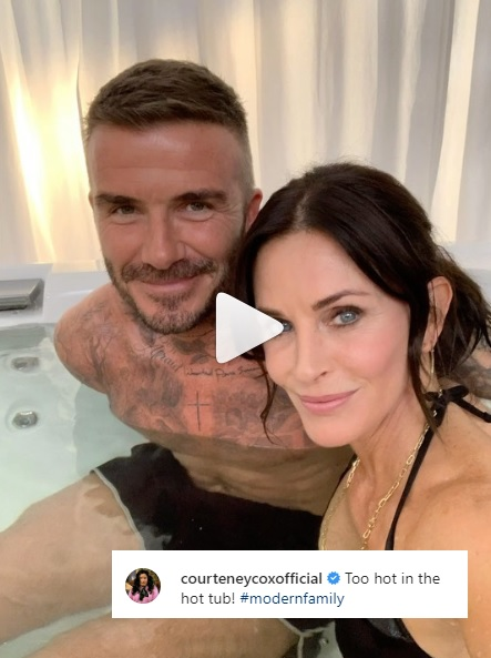 Courtney Cox menikmati hot tub bersama David Beckham di lokasi syuting Modern Family. (Foto: Instagram/@courtneycoxofficial)