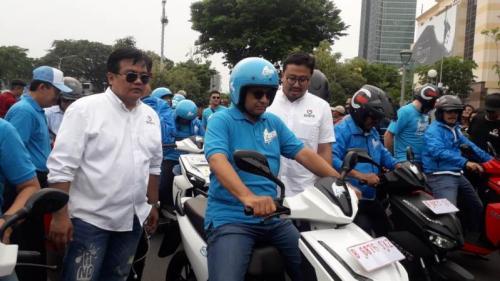 Anies Lepas Ratusan Kendaraan Bertenaga Listrik dalam Konvoi Jakarta Langit Biru 2019. (Foto : Okezone.com/Achmad Fardiansyah)