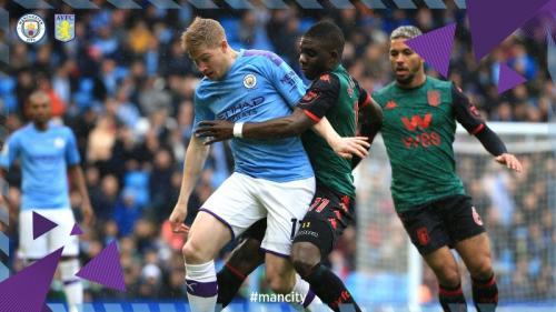 Suasana laga Man City vs Aston Villa
