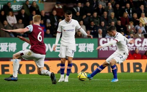 Suasana laga Burnley vs Chelsea
