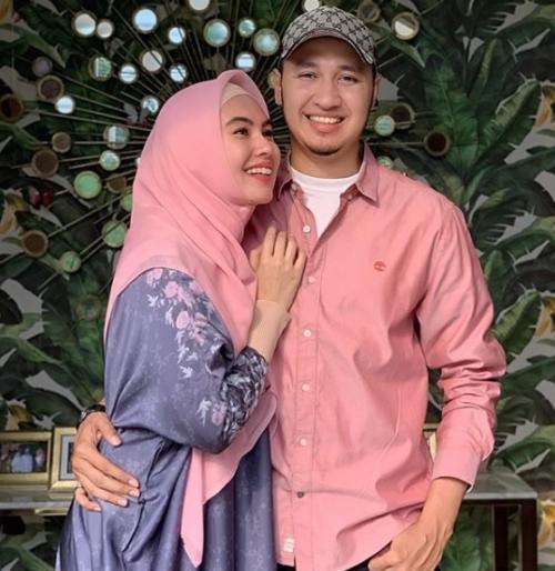 Kartika Putri dan suami. (Foto: Instagram/@kartikaputriworld)