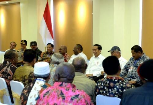 Jokowi berdialog dengan tokoh Papua Foto: Fakhrizal Fakhri