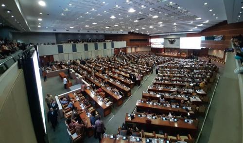 Rapat paripurna penetapan anggota komisi dan AKD DPR perode 2019-2024. (Foto : Okezone.com/Harits Tryan Akhmad)