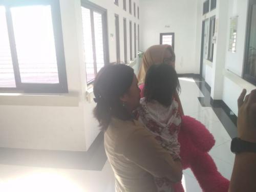 Balita di Makassar yang Peluk Jenazah Ibunya Selama 2 Hari, Kini dalam Kondisi Sehat dan Bisa Bermain (foto: Okezone/Herman Amiruddin)