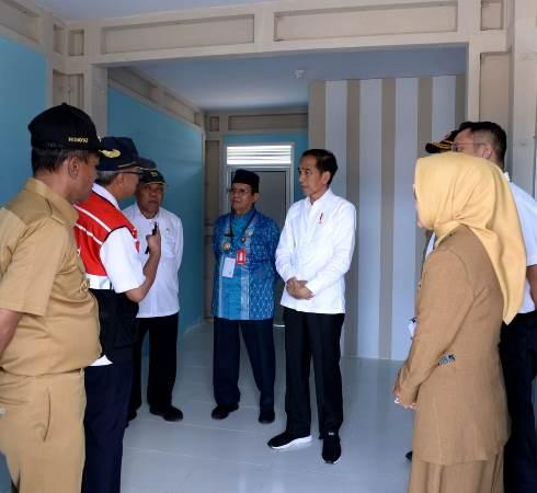 Presiden Jokowi kunjungan kerja di Palu tinjau pembangunan hunian untuk korban gempa dan tsunami. (Foto : Biro Pers Sekretariat Presiden/Kris)Presiden Jokowi kunjungan kerja di Palu tinjau pembangunan hunian untuk korban gempa dan tsunami. (Foto : Biro Pers Sekretariat Presiden/Kris)