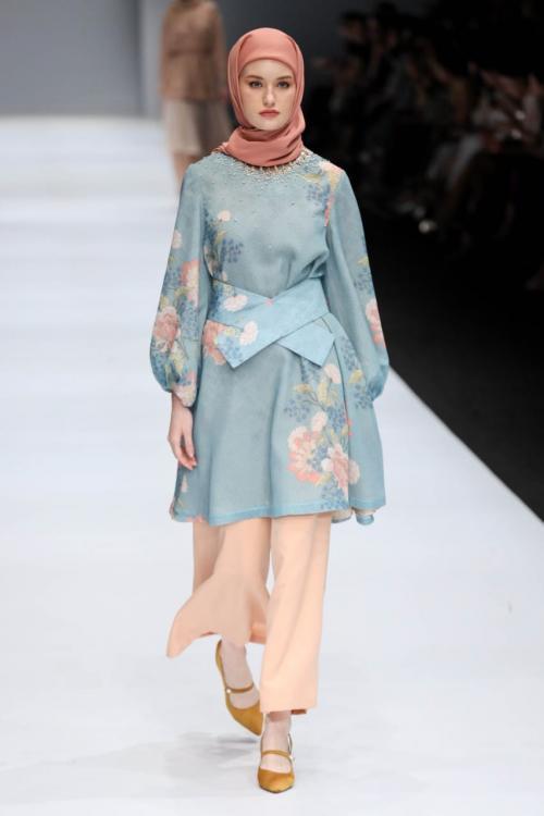 terkadang para hijaber sering kesulitan mencari baju dengan look elegan, tapi tetap kalem.
