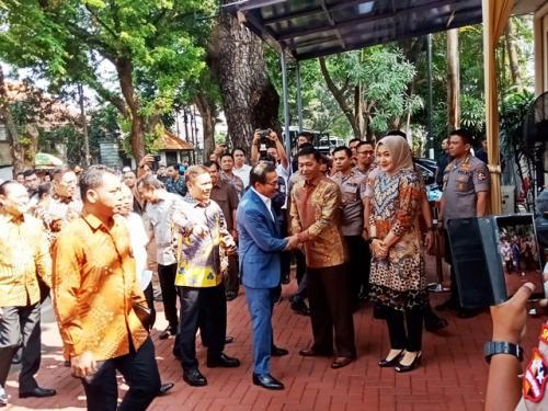 Calon Kapolri Komjen Idham Azis menyambut rombongan Komisi III DPR. (Foto: Muhamad Rizky/Okezone)